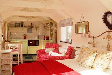 The cosy interior is completely open plan, with a bedroom-area at one end of the barn.