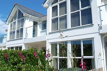 Seahorses is the ground floor apartment with two bay windows.