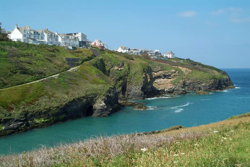 A view towards Port Isaac, with Anchorage being one of the houses on top of the cliff.