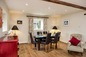 Plenty of room for all to gather around the dining table and enjoy a celebration meal and quality time together