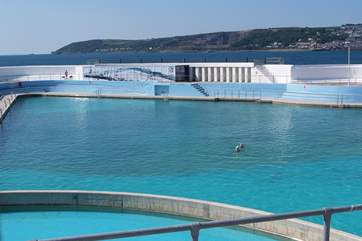 Penzance outdoor Jubilee Pool is just 200 yards from Chy-Mor.