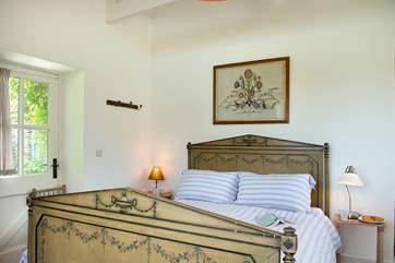 The romantic double bedroom.
