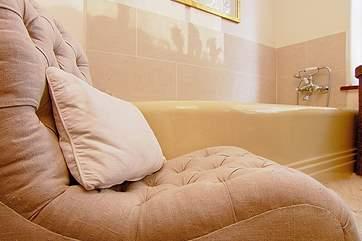The lovely Art Deco bath.