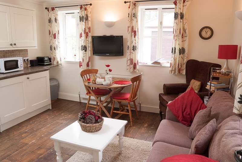 Poppy's pretty open plan living-room.