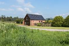 Bumble Bee Barn - Holiday Cottage - 5.6 miles W of Taunton
