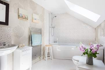 There is both btah and fitted shower above, perfect for long soaks or quick splashes!