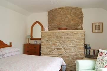 The pretty double bedroom.