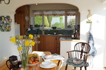 The sunny and bright kitchen/breakfast-room.