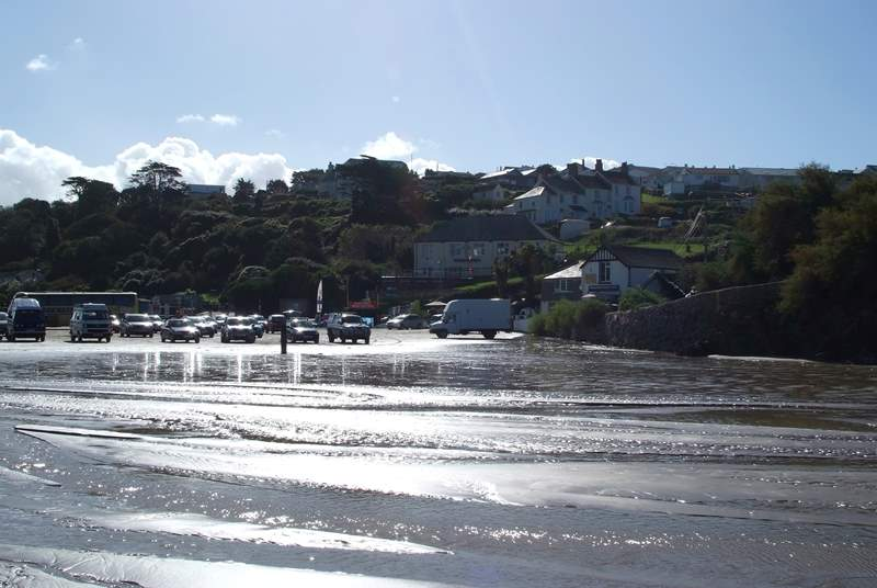 Polzeath beach has lots of cafes, surfing schools and shops!