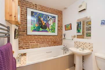This is the en suite for the master bedroom - another cheerful and spacious room.