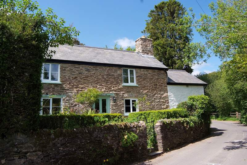 This is a very traditional stone cottage, in the heart of the village with the shop and pub within a few minutes' walk.