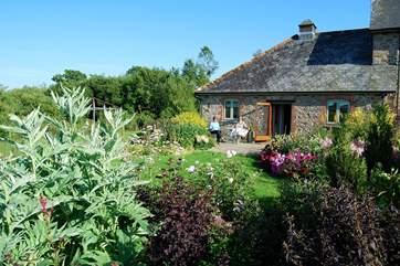 Verbena Cottage is a single-storey semi-detached retreat.