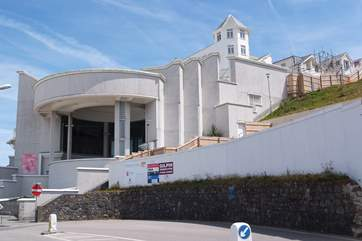 St Ives and the Tate Gallery are just seven miles away.
