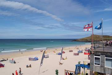 Porthmeor beach is just 400 yards away.