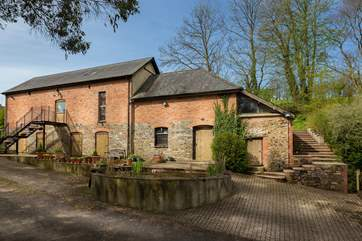 Westlake Barn is a spacious and high quality barn conversion at this friendly farmstead. There is a very private enclosed garden at the back.