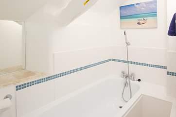 The en suite bathroom for Bedroom 1.