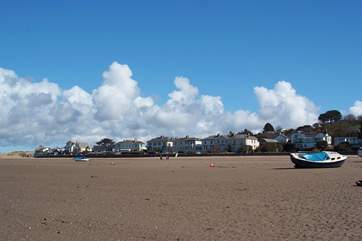 This is the seafront along the coastal road, Marine Parade, at Instow. 2 Bar View is just around the left-hand corner.