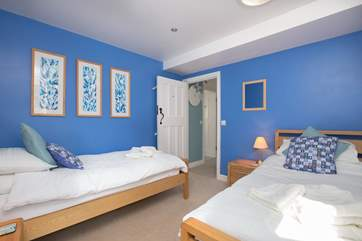 There is a bright and cheerful twin bedroom.