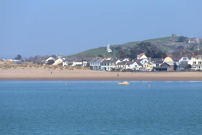 Instow is a really attractive coastal village on the Torridge Estuary, with long sandy beaches for all the family to enjoy.