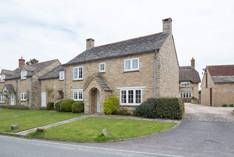 2 Penny's Cottages is a beautiful double-fronted stone cottage, built in traditional style.