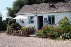 The Coach House Cottage - Holiday Cottage - 1.7 miles W of Lamorna Cove