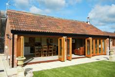 The Old Barn at Cherry May Farm - Holiday Cottage - 11 miles NW of Glastonbury