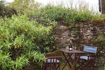 Outside there is a private patio-area - in addition to all the space around the farm and of course the open moors on your doorstep.