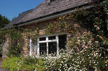 This pretty cottage feels very private and has its own little sitting-out area around to the side.