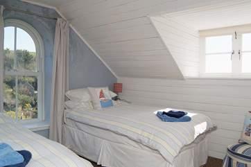 The pretty twin bedroom (Bedroom 3).