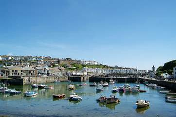 Porthleven, with its picturesque harbour and quayside shops, pubs and restaurants, is only a short drive away.