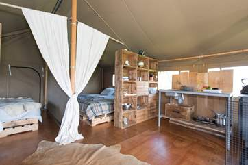 Hobie's kitchen-area with everything you will need for your glamping holiday.