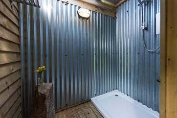 The double shower with hot water and plenty of space to wash the children after a day on the beach.