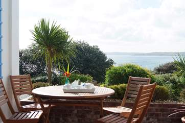 A home-made Cornish cream tea awaits you on arrival – enjoy it on the terrace with the wonderful view spread out before you.