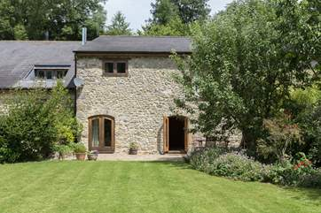 This stone fronted cottage is a very attractive building in a very peaceful setting