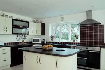 The beautifully fitted contemporary kitchen is very well-equipped.