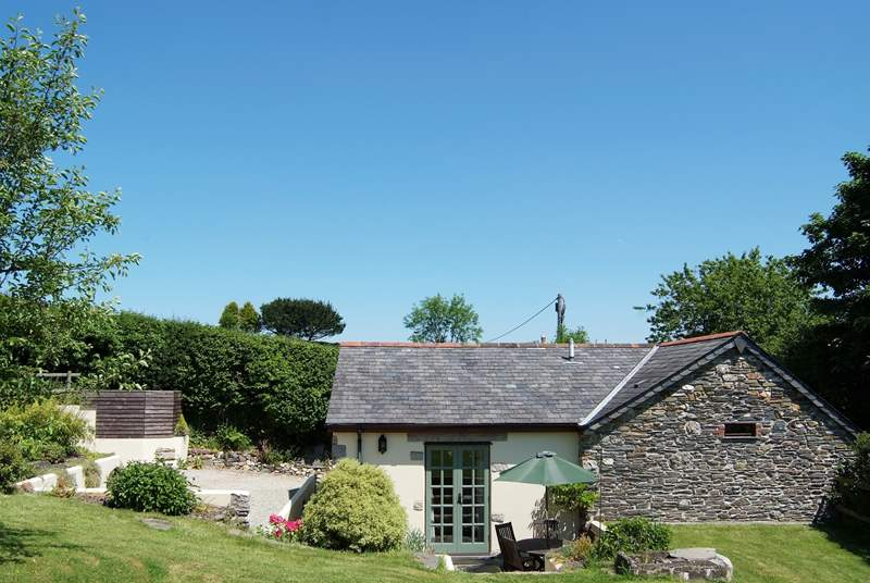 Manor Farm Barn is very spacious and found in a peaceful rural location.