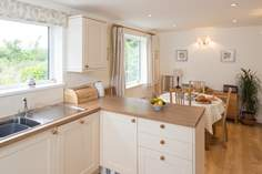 Meadowbank - Holiday Cottage - 3.9 miles N of Bridport