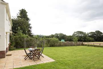 Meadowbank is in a rural setting, within walking distance of  pretty Netherbury. Enjoy unspoilt views from the large enclosed garden.