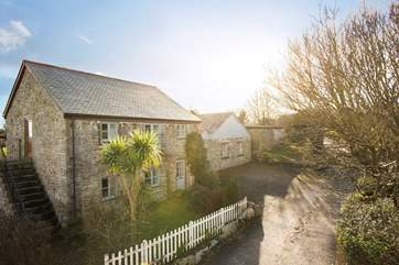 Old Coach House sits in a lovely rural position but still within a short drive to the maritime town of Falmouth and the Cathedral City of Truro.