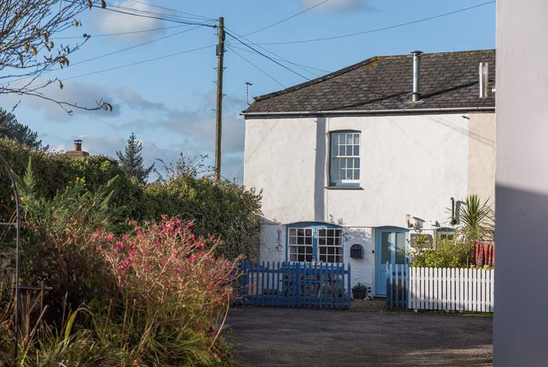 Semi-detached Stable Cottage is a delightfully warm and welcoming holiday retreat.