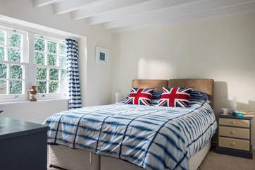 Bedroom 2 has zip-and-link beds (super kingsize 6' double or 3' twin).