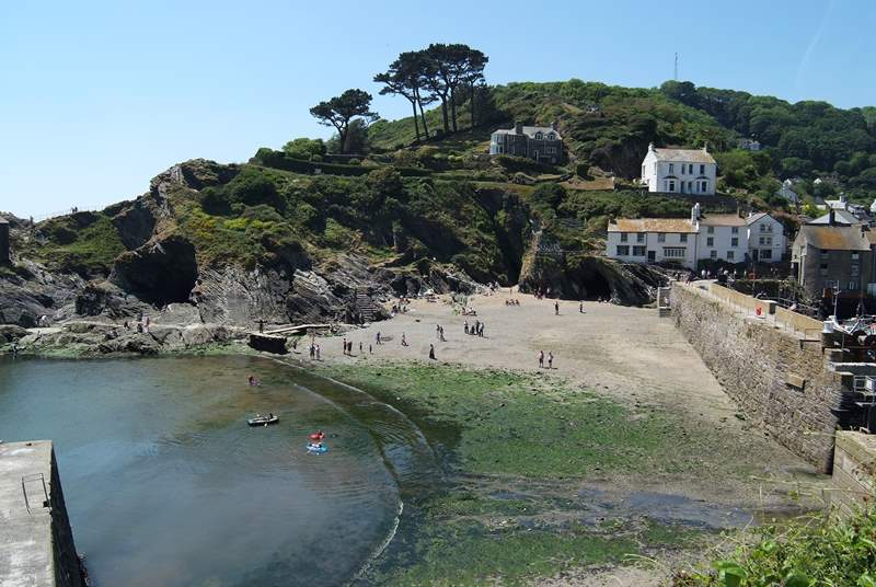 The little beach at Polperro that appears as the tide drops back.