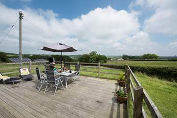 Dine al fresco on the deck and soak up the sights and sounds of rural countryside.