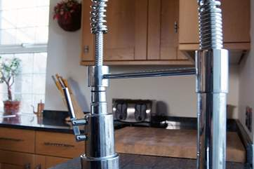 ....including an American-style 'hose' tap - much more fun for rinsing the dishes off for the dishwasher!