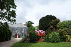 Treffry Farmhouse - Holiday Cottage - 8 miles N of Fowey