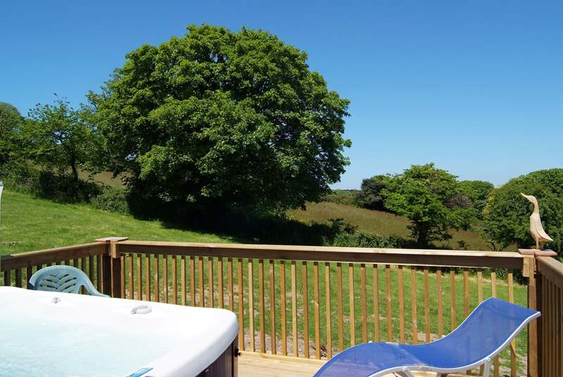 The fabulous hot tub, on the sunny raised deck at the back of the cottage, is very private and has lovely countryside views.