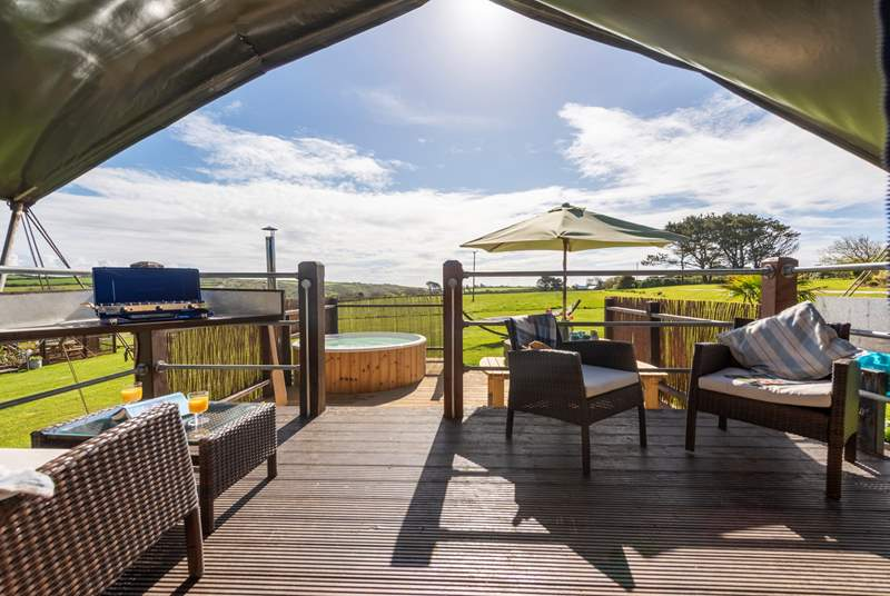 Set in an Area of Outstanding Natural Beauty, overlooking Lamorna valley and out to the sea in the distance, a perfect setting to relax and enjoy the peace and tranquility.