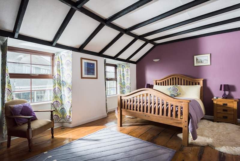 The double-aspect windows bring in lots of light into this gorgeous bedroom.