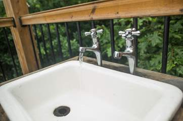 Quirky and cute, the little outside washing-up sink with hot and cold water.