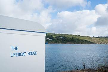 The old Lifeboat House is now a local fish restaurant (closed November and only Thursday, Friday, Saturday evenings and all day Sunday in the winter months).